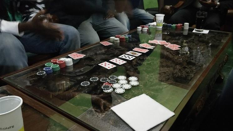 9 Tips Untuk Membantu Anda Berhenti Kehilangan Uang di Meja Poker